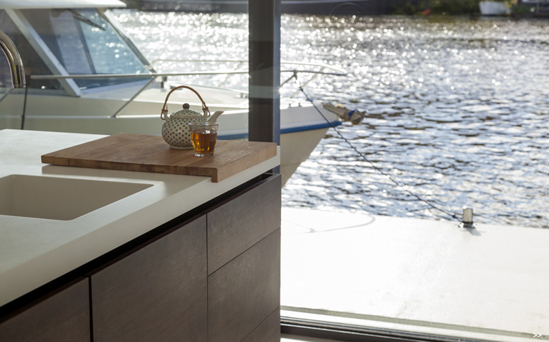 ultra-luxury-house-boat-on-amstel-river-for-4-00012