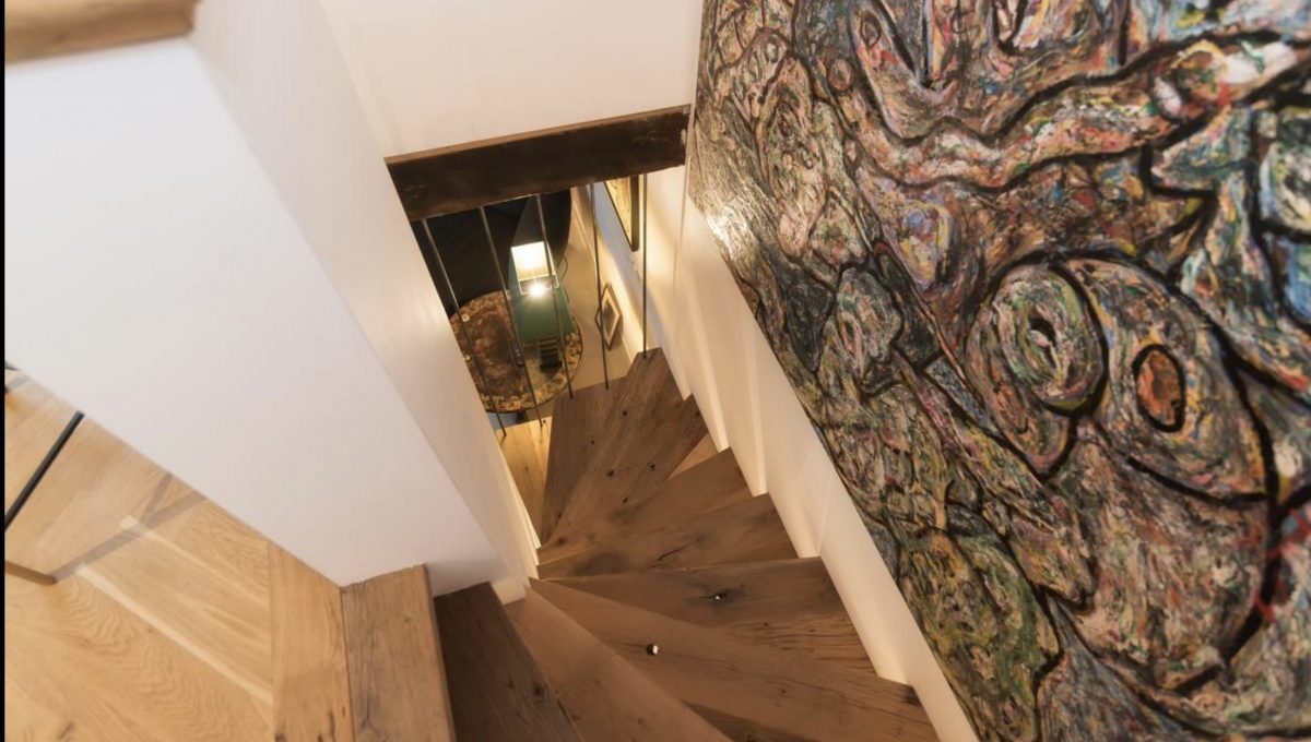00002-art-lover-dutch-apartment
