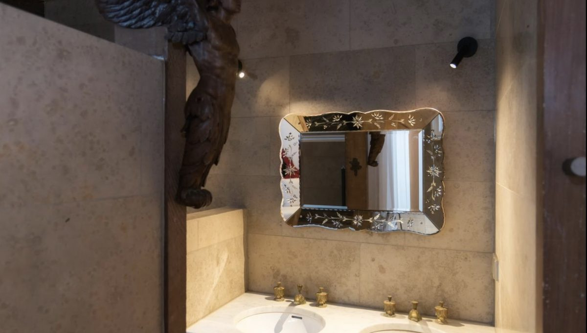 00007-art-lover-dutch-apartment