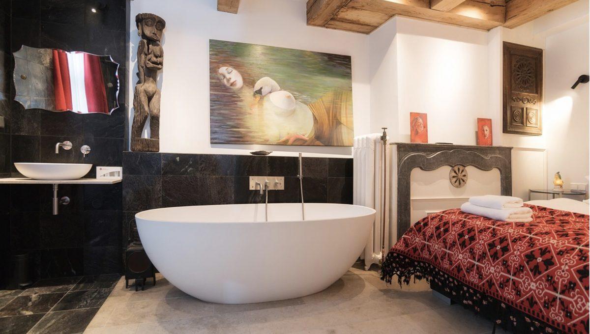 00010-art-lover-dutch-apartment