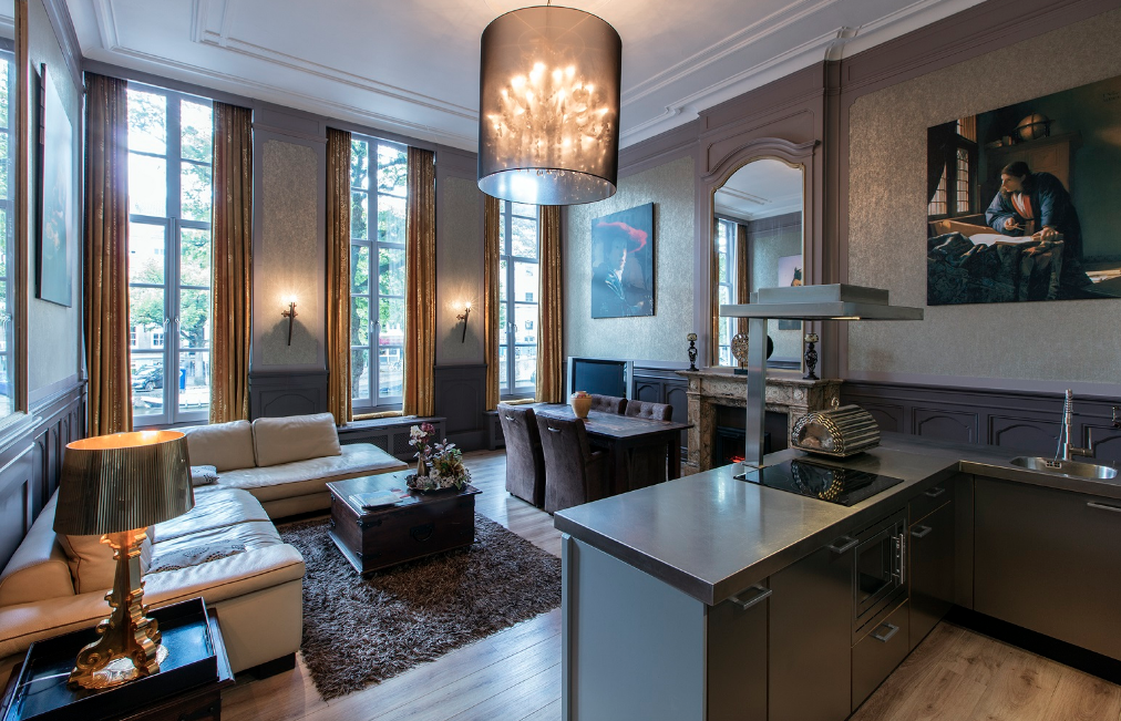 RESIDENCE-APARTMENT-ON-FAMOUS-KEIZERSGRACHT-CANAL-00001