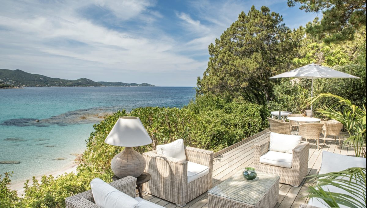 00001-WATERFRONT-VILLA-FOR-RENT