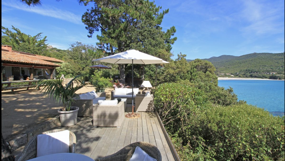 00005-WATERFRONT-VILLA-FOR-RENT