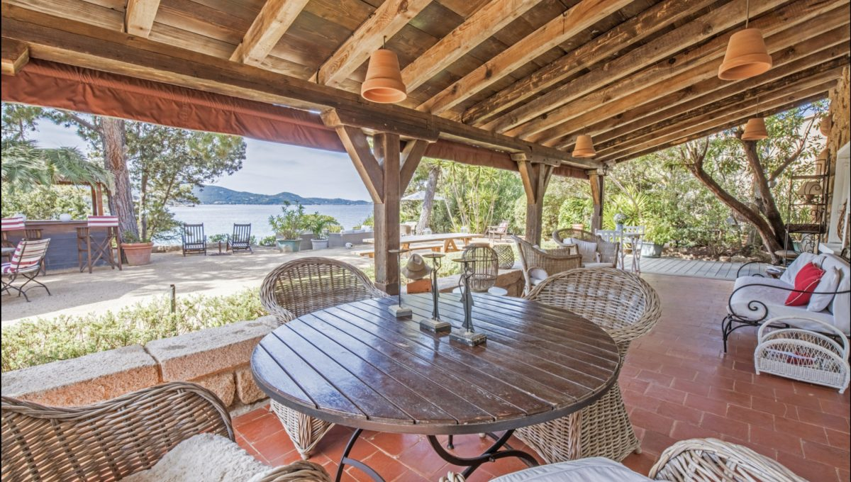 00013-WATERFRONT-VILLA-FOR-RENT