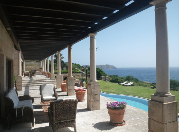 IMPRESSIVE PROPERTY FOR A LARGE FAMILY BALEARES SPAIN