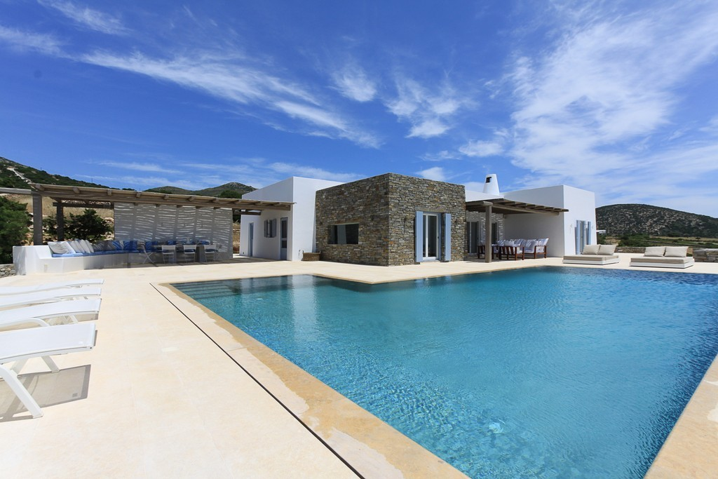 BEAUTIFUL VILLA WITH INFINITY POOL IN PAROS