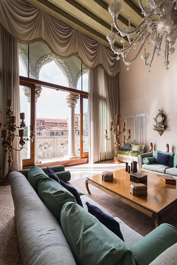 ELEGANT AND HISTORIC PALAZZO APARTMENT WITH BREATHTAKING