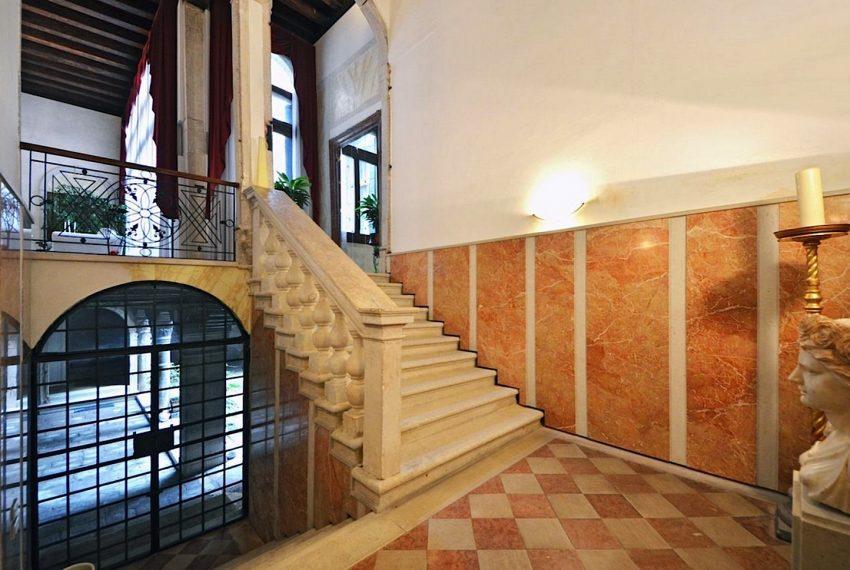 Luxury Apartment on Canal near Rialto Bridge Venice-006