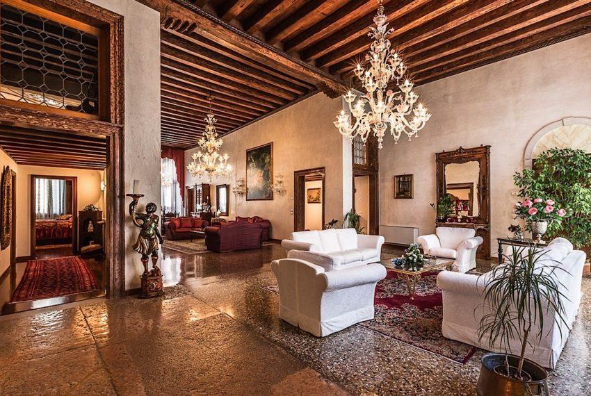 Luxury Apartment on Canal near Rialto Bridge Venice-008