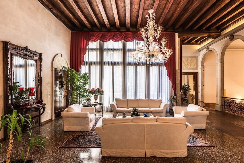 Luxury Apartment on Canal near Rialto Bridge Venice-009