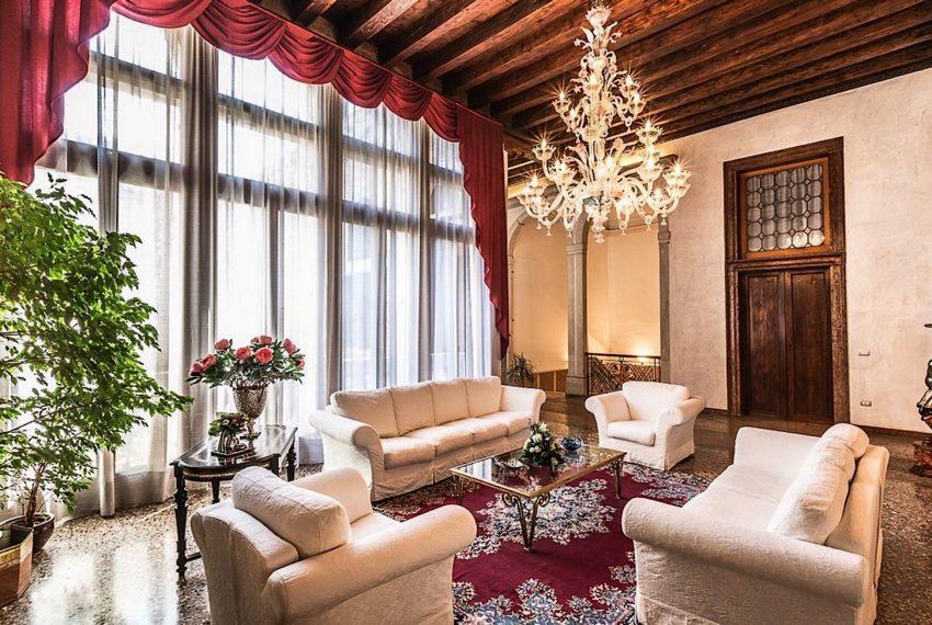 Luxury Apartment on Canal near Rialto Bridge Venice-010