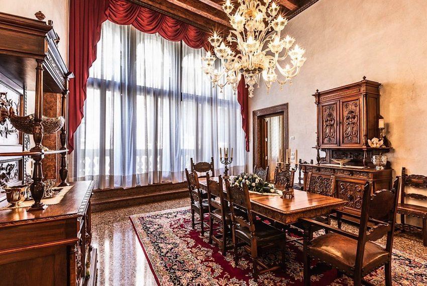 Luxury Apartment on Canal near Rialto Bridge Venice-015