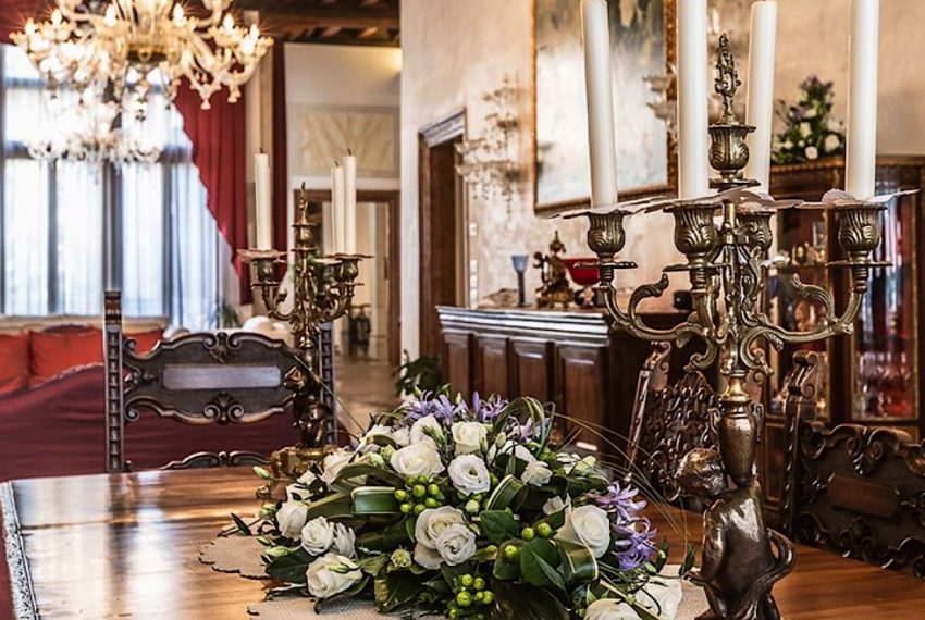 Luxury Apartment on Canal near Rialto Bridge Venice-016