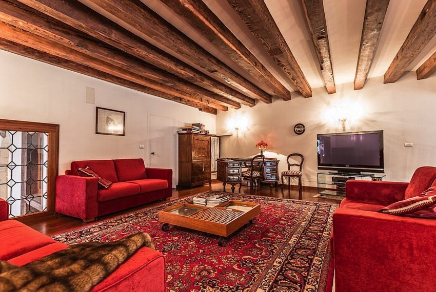Luxury Apartment on Canal near Rialto Bridge Venice-021