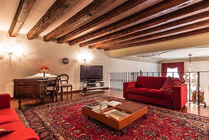 Luxury Apartment on Canal near Rialto Bridge Venice-022