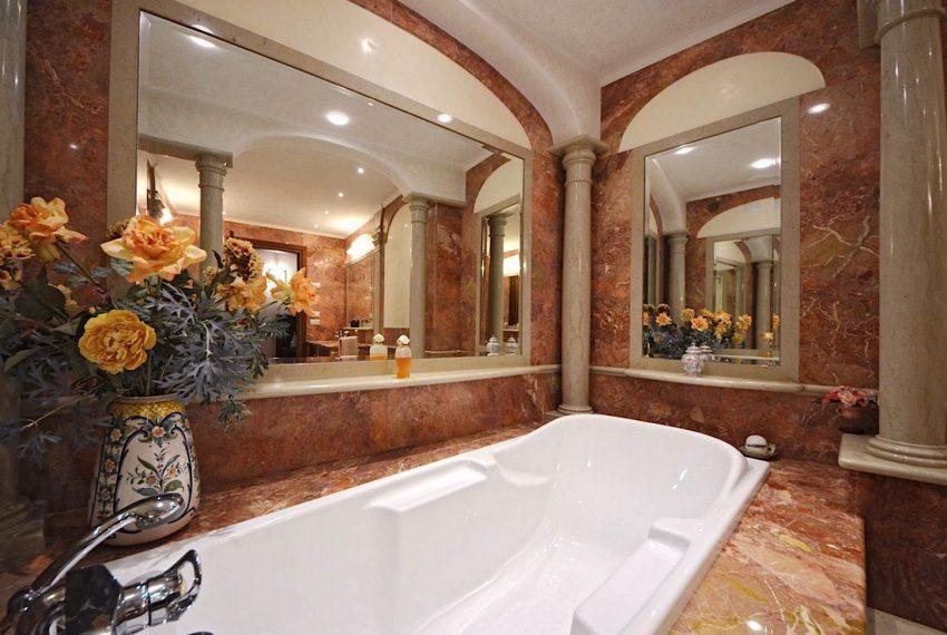 Luxury Apartment on Canal near Rialto Bridge Venice-024