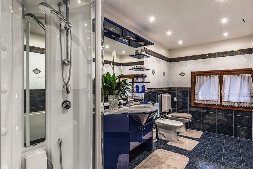 Luxury Apartment on Canal near Rialto Bridge Venice-030