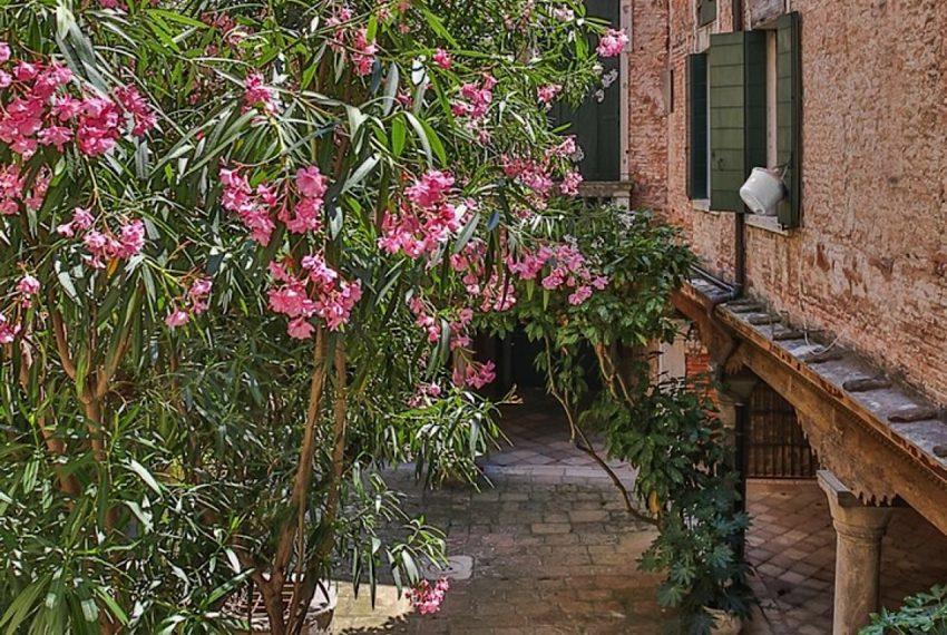 Luxury Apartment on Canal near Rialto Bridge Venice-031
