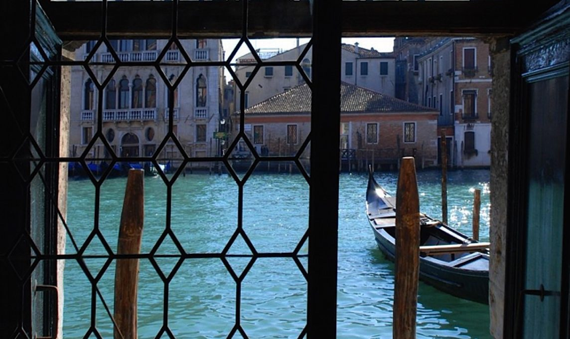 Luxury Accommodation in a 16th Century Palazzo Venice-002