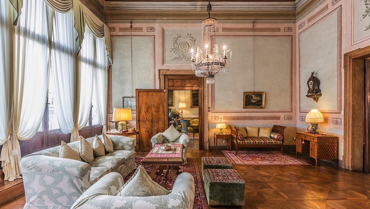 Luxury Accommodation in a 16th Century Palazzo Venice-008