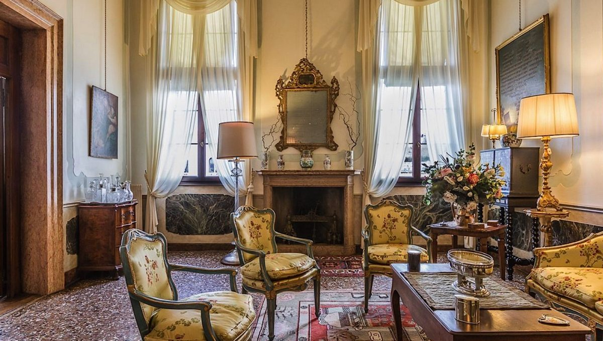 Luxury Accommodation in a 16th Century Palazzo Venice-010