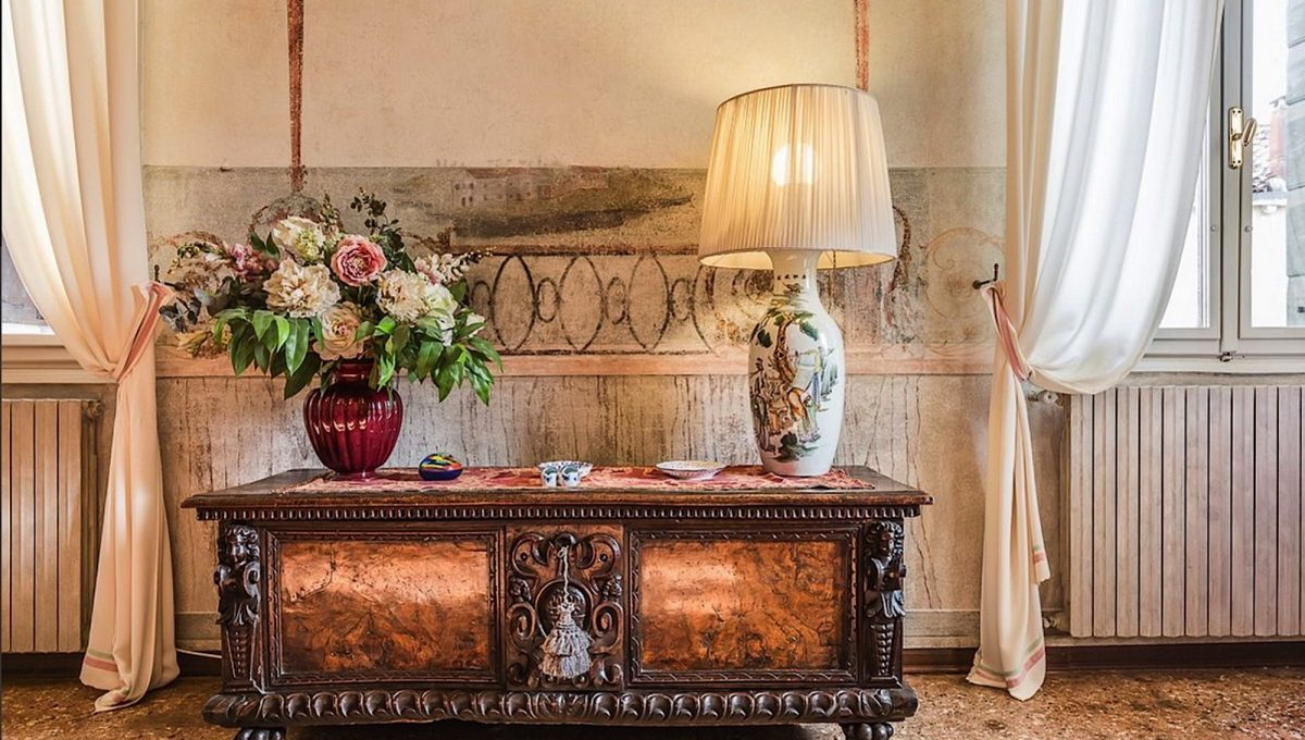 Luxury Accommodation in a 16th Century Palazzo Venice-011