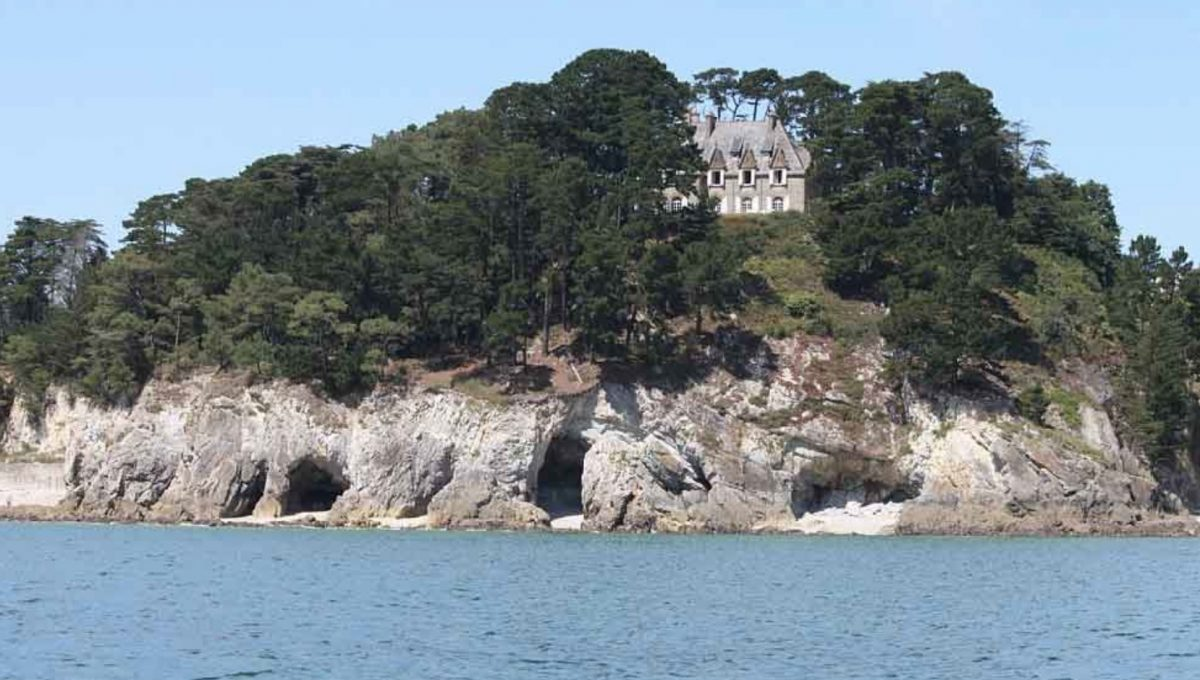 00029-luxe-apartmentsrentals-Beautiful-castle-for-rent-in-Brittany-Finistere