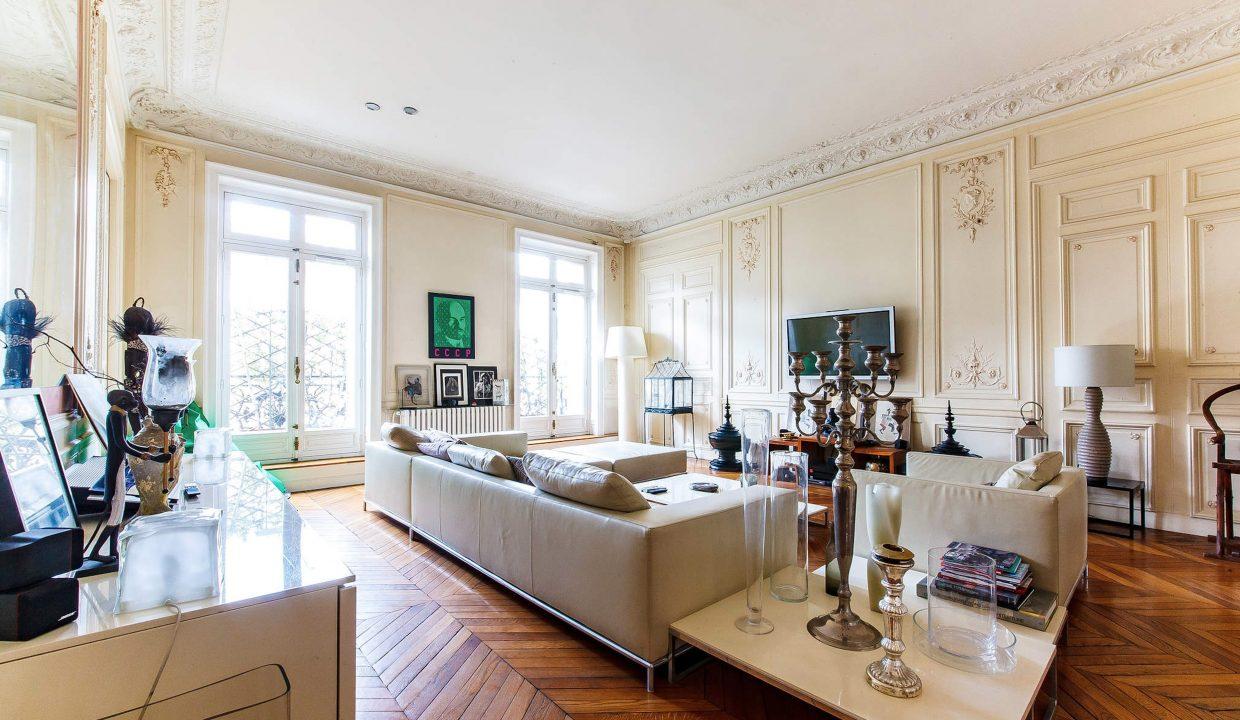 00002-LUXURY-4-BEDROOM-APARTMENT-NEAR-PLACE-VENDOME-AND-LOUVRE