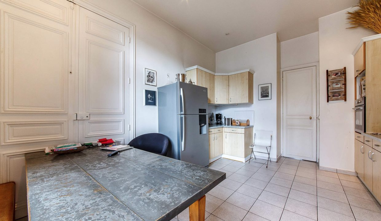 00014-LUXURY-4-BEDROOM-APARTMENT-NEAR-PLACE-VENDOME-AND-LOUVRE