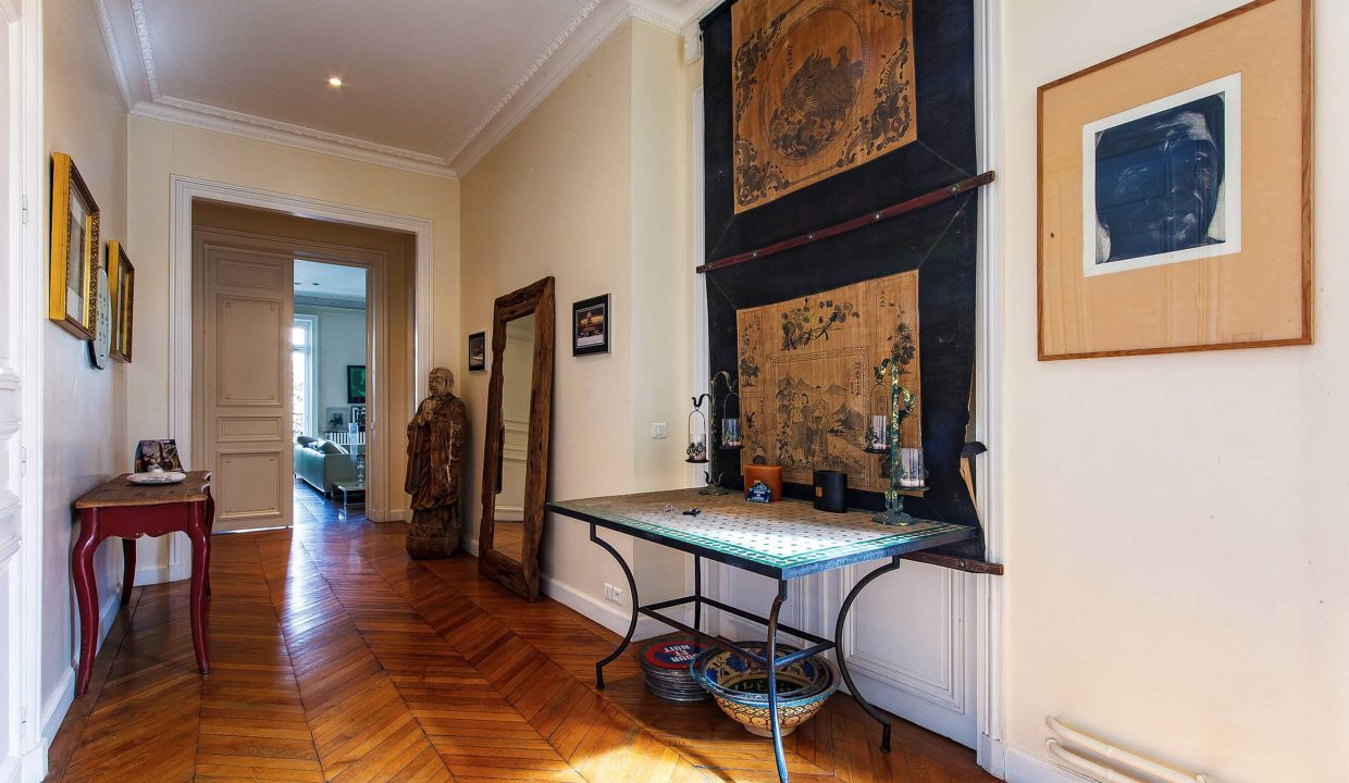 00015-LUXURY-4-BEDROOM-APARTMENT-NEAR-PLACE-VENDOME-AND-LOUVRE