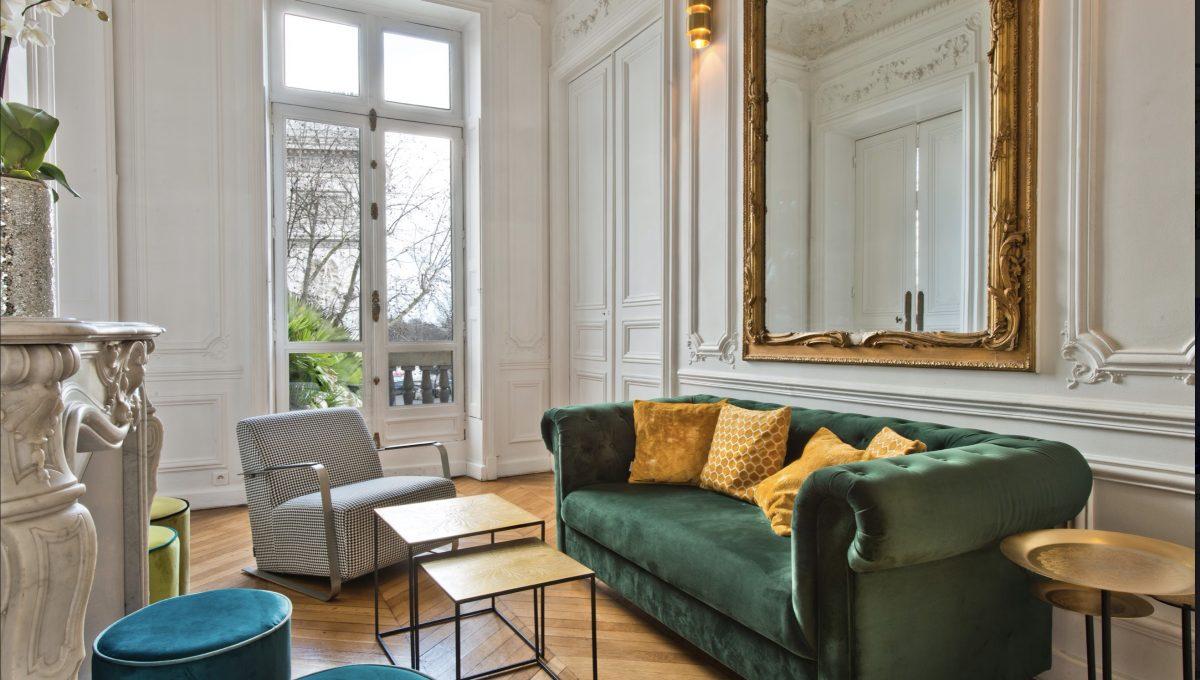 00003-FACING-THE-ARC-OF-TRIUMPH-SHOWROOMS-PARIS