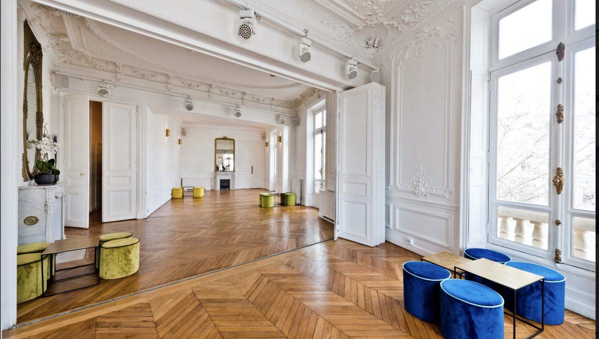 00004-FACING-THE-ARC-OF-TRIUMPH-SHOWROOMS-PARIS