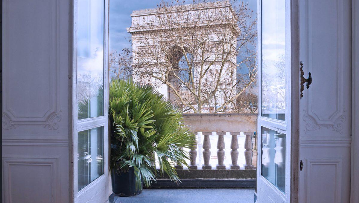 00006-FACING-THE-ARC-OF-TRIUMPH-SHOWROOMS-PARIS