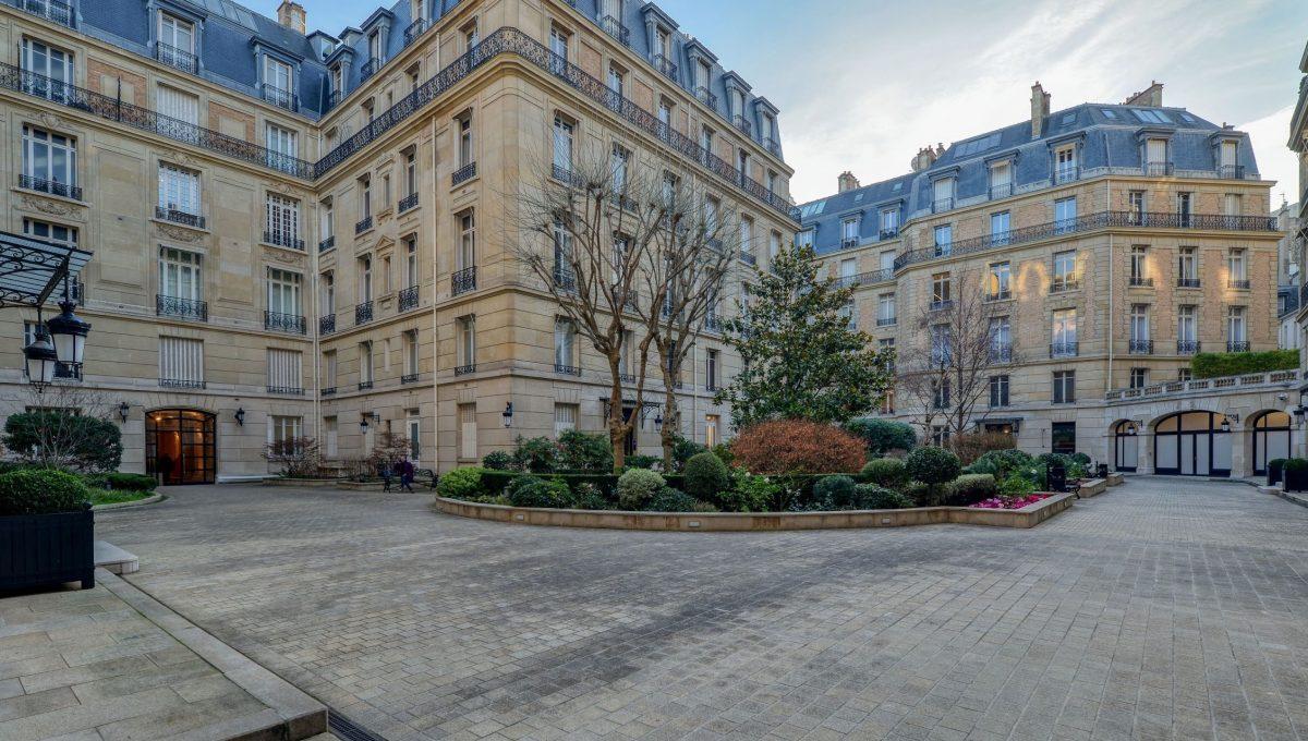 00004-AVENUE-MONTAIGNE-SHOWROOMS-PARIS