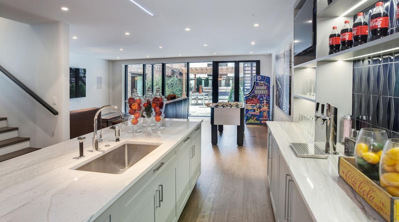 00018-luxe-apartmentsrentals-5-Bedroom-townhouse-in-Hells-Kitchen-NYC